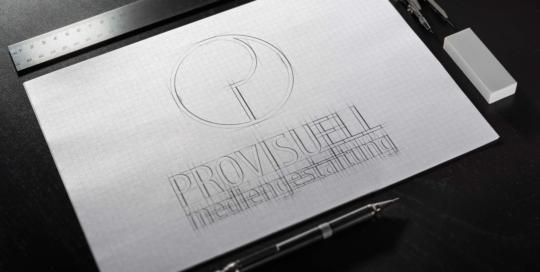 Das Logo von Provisuell Mediengestaltung skizziert auf einem Karo-Block